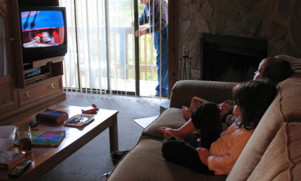Is watching TV good or bad for kids – Advantage and Disadvantage